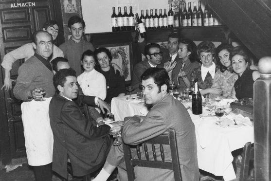 MGC 1969-04-24 0462 Grupo Fiesta de la Vendimia en Mesón del Vino.jpg