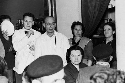 Bares - 1956-01-00 MGC Bar Avenida durante una boda.jpg