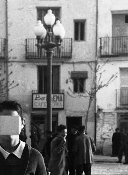 Bares - 1956-04-01 MGC Bar Faema al fondo, en Plaza del General Sanjurjo.jpg