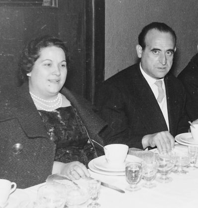 Bares - 1961-09-29 MGC Emilio Ochando Navarro y Amparo Serrano Salinas en Boda Rangel-Lorente (Teatro Principal) detalle.jpg