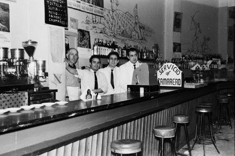 Bares - 1966-02-24 MGC Camareros Bar Sindical (boda) (Guillamón padre, Felipe Serrano, Santiago y Fulgencio Guillamón).jpg