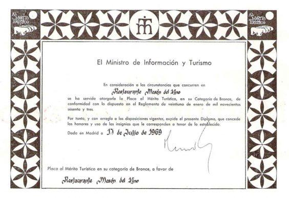 Bares - 1970-08-00 Mesón del Vino Placa al Mérito Turístico en El Trullo.jpg