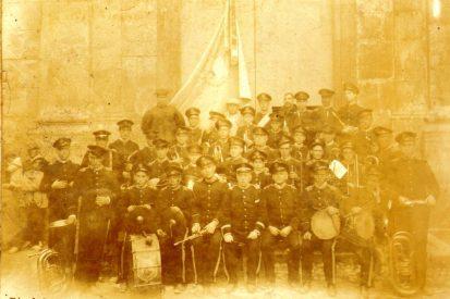 1910 Banda El Progreso Musical con José Cervera.jpg