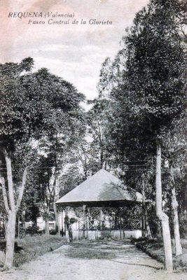 Glorieta - Postal de Requena - Paseo Central de la Glorieta (1930 aprox).jpg