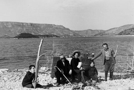 MGC 1966-03-28 0434 Familia García Ballesteros de pesca en pantano y Tabarla.jpg