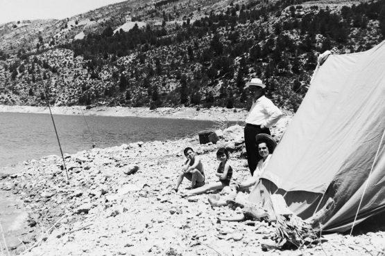 MGC 1967-07-09 1832 Familia García Ballesteros de pesca en Benageber y Alarcón.jpg