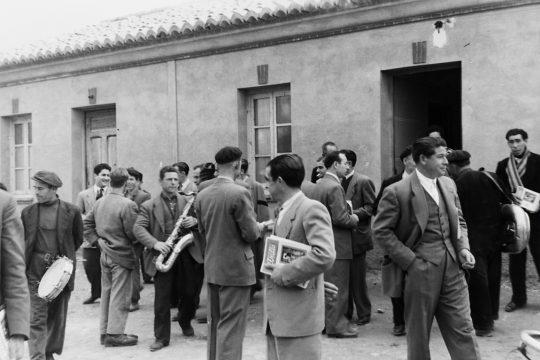 MGC 1956-04-00 003 Venta de El Trullo (Comisiones y Músicos).jpg