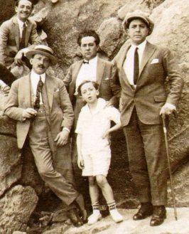 1923-11-18 VSC con Gardel y músicos en Río de Janeiro (Brasil) (509).jpg
